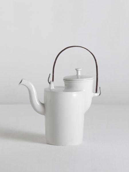 Bauhaus teapot with iron handle