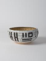 cracked slip bowl with manganese decoration