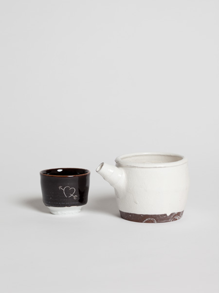kohiki spouted bowl (with engraved sake cup)
